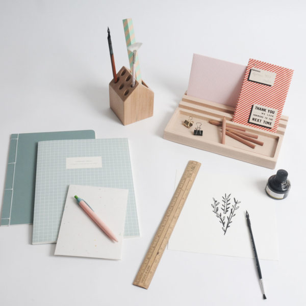 desk accessories, pencil holder