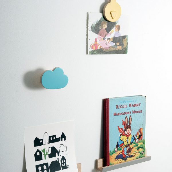 wall display, floating shelves